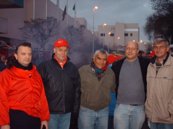 Linares with socialist trade union actvists